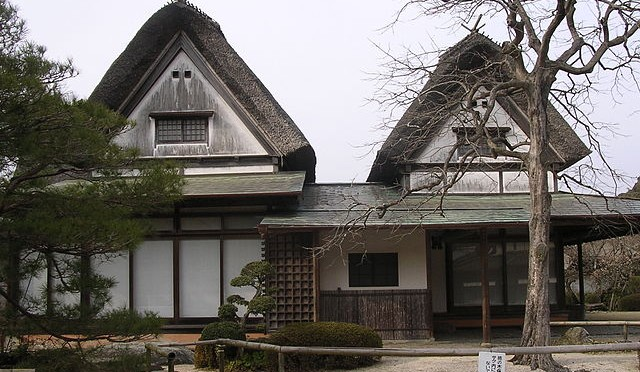 Traditional Japanese building - by Cy21 @ https://commons.wikimedia.org/wiki/File:Traditional_japanese_house.jpg